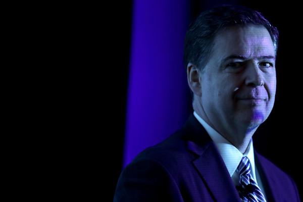 Trump pediu lealdade e fim da investigação sobre Flynn, diz Comey
