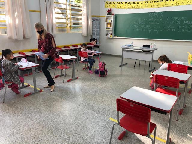 Secretaria de Educação de Adamantina define retomada do ensino híbrido