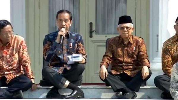 Posisi Kaki Jokowi Saat Duduk, Bikin Ngilu..!