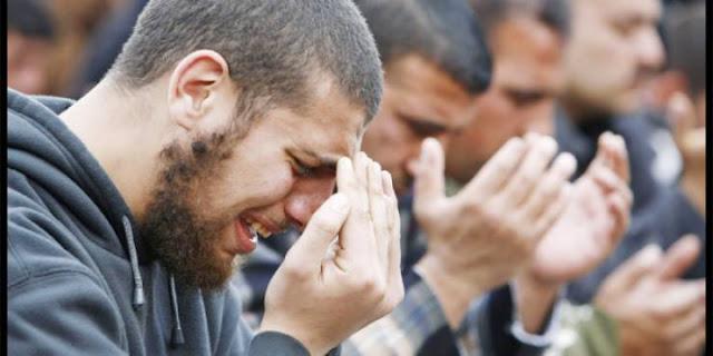 4 اشخاص لا يغفر الله لهم ولا يتقبل منهم صيام رمضان!  اللهم اكفنا شرهم وبشرنا رمضان يا أرحم الراحمين..