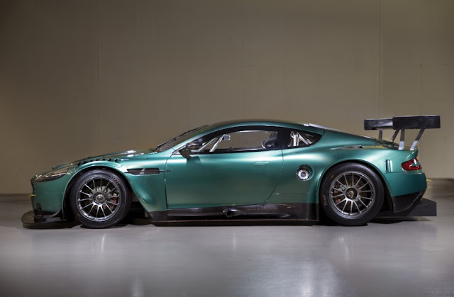 Aston Martin DBR9 2000s GT racing car