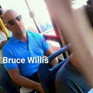 Parecidos de famosos en el transporte público bruce willis
