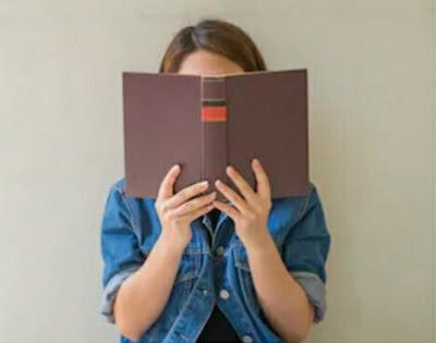 Membaca buku dan literasi indonesia