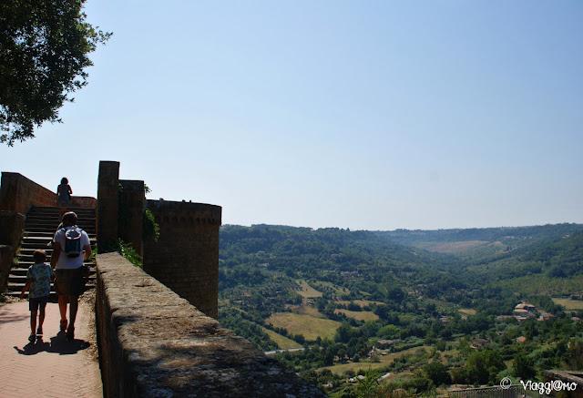 La Rocca Albornoz di Orvieto e il panorama sottostante