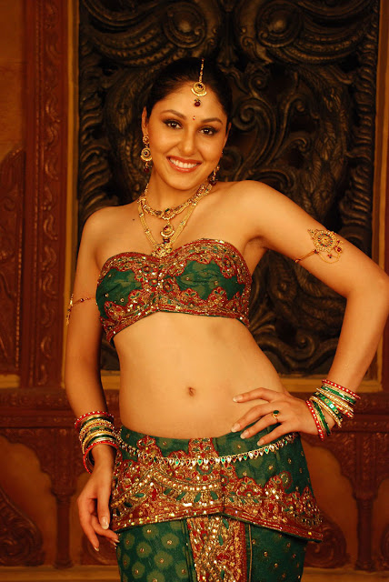 Pooja Chopra actress navel show