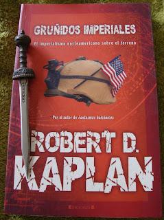 Portada del libro Gruñidos imperiales, de Robert D. Kaplan