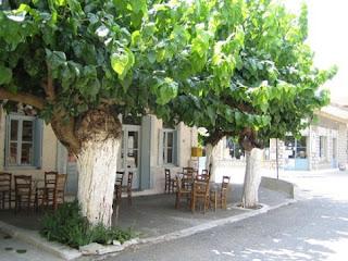 «Λουκέτο» σε καφενεία χωριών κάτω των 2000 κατοίκων