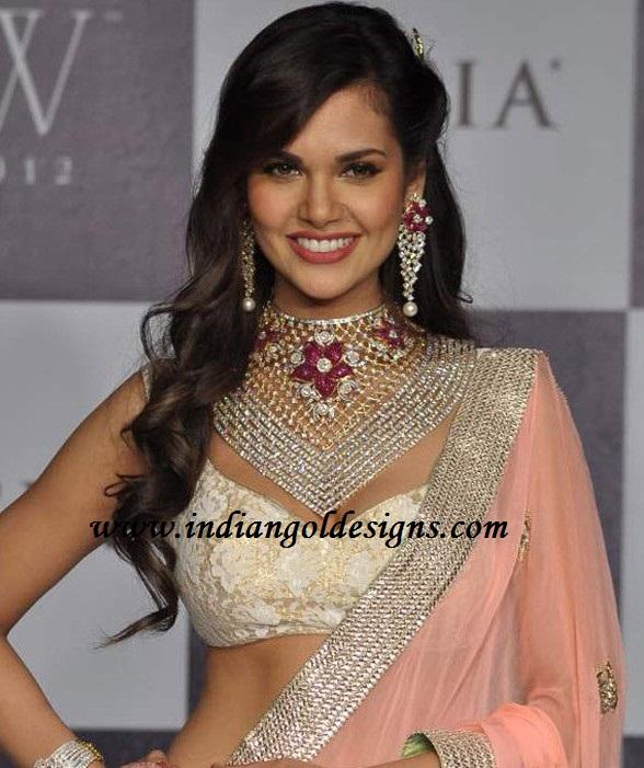 Gold And Diamond Jewellery Designs Esha Gupta In Heavy Diamond Bridal Necklace Set