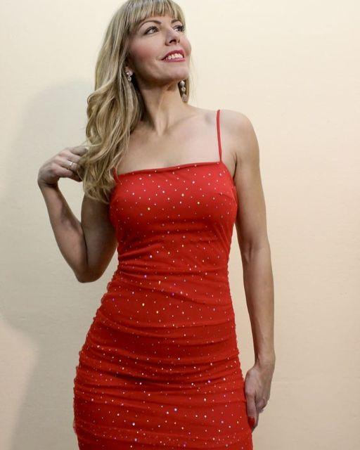 Mini φόρεμα (one size) σε κόκκινο & μαύρο χρώμα.