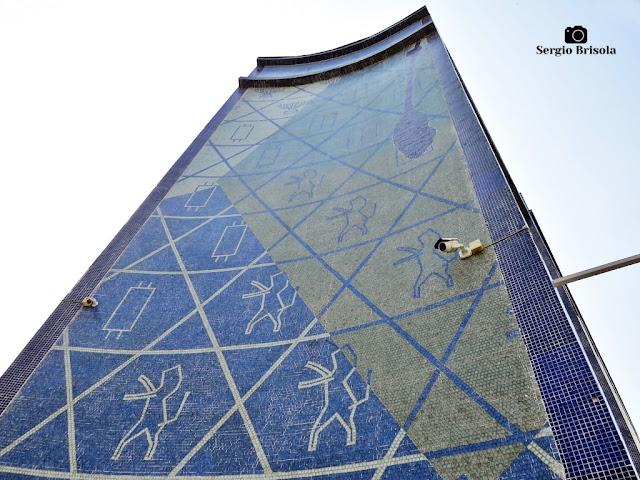 Perspectiva inferior do Painel Mosaico do Memorial da Imigração Judaica - Bom Retiro - São Paulo