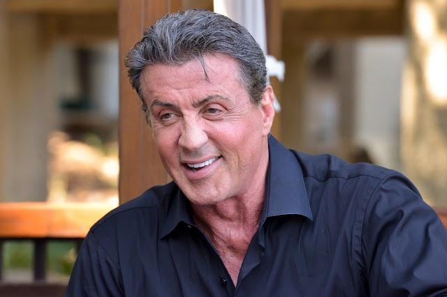 Lélegzetelállító Sylvester Stallone új, floridai luxusvillája: fotókon a part mentén elterülő otthon