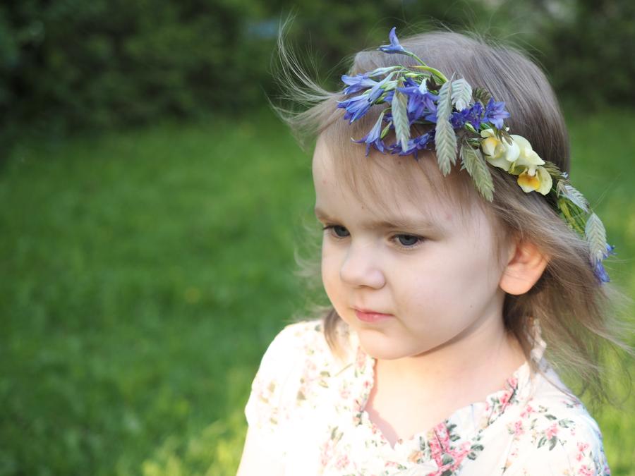 pieni kaunis tyttö