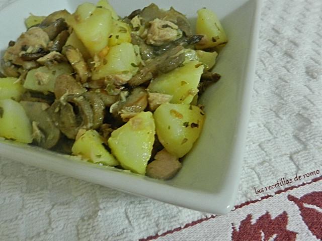 Salteado de patatas y champiñones con atún