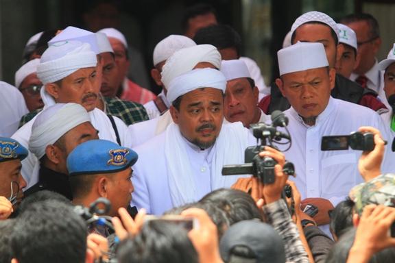 Bacakan Pledoi, Habib Rizieq Ungkap Alasan Menetap di Mekkah