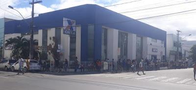 Rua Silva Jardim será usada para evitar aglomeração para atendimento na Caixa Econômica em Jequié