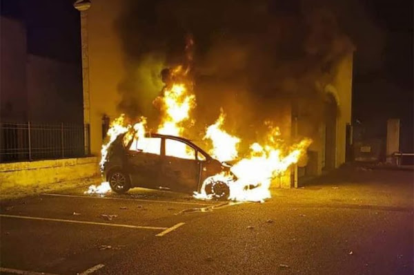 Cahors : Le commissariat attaqué au cocktail Molotov, la voiture d'un policier détruite