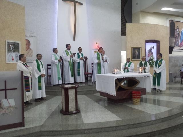 Resultado de imagem para altar da paroquia de santo afonso parquelandia