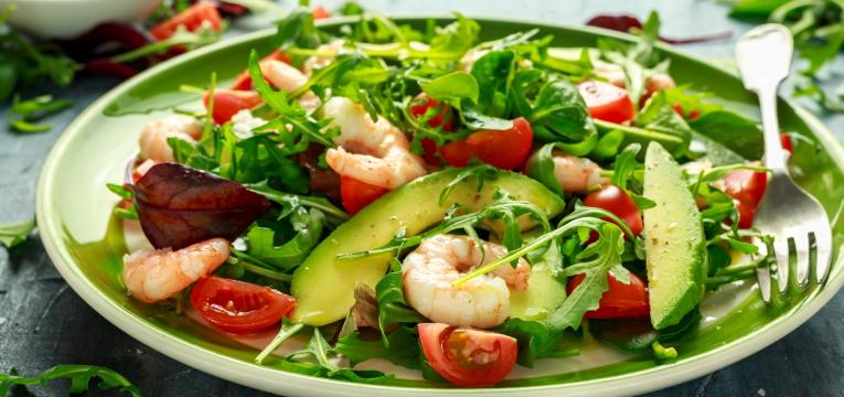 Salada Fria de Abacate e Camarão