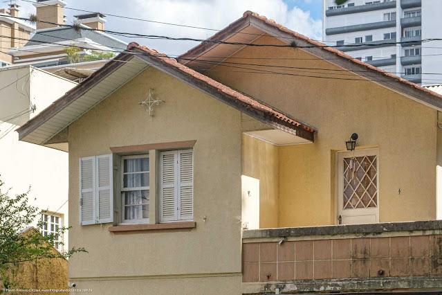 Casa com ornamento de ferro na Rua Fernando Amaro - detalhe