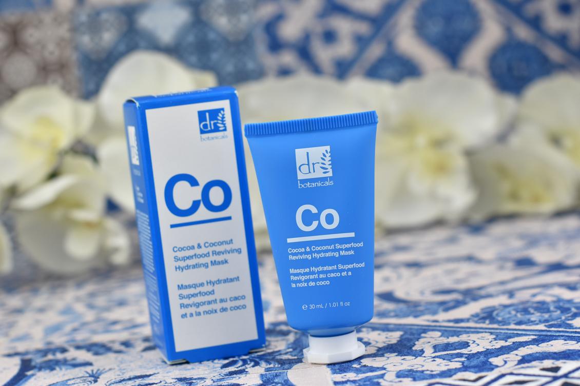 Pantone Farbe des Jahres 2020 - Classic Blue - Tipps & Ideen Badezimmer Maske
