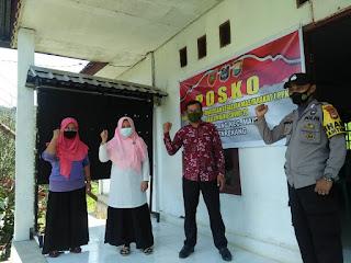 Bhabinkamtibmas Polsek Maiwa Polres Enrekang Kontrol Posko Kampung Tangguh Desa Paladang