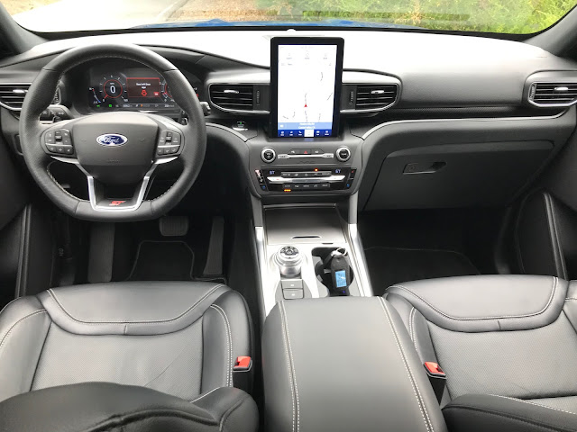 Interior view of 2020 Ford Explorer