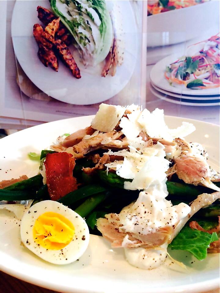 madame anne aux fourneaux salade style c sar au poulet et avocat. Black Bedroom Furniture Sets. Home Design Ideas