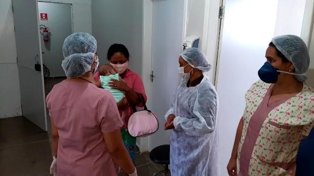 Bebê engasgada é salva por policiais em Itabuna