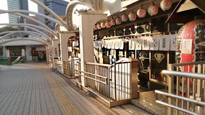 モノレール駅の居酒屋