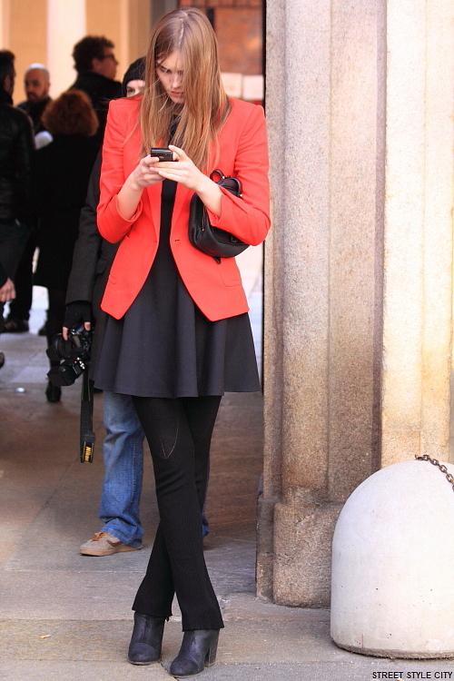fall fashion fashionweek red black look milan ootd outfit street streetfashion streetstyle style winter