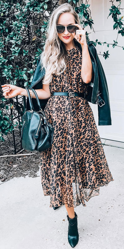To get the perfect New Year Eve Instagram photo all you need is a trendy outfit and saying cheese. Have a look at these 21 New Year Eve Outfits for Your Next Holiday Party. Holiday Fashion via higiggle.com | leopard midi dress | #holiday #fashion #newyear #mididress