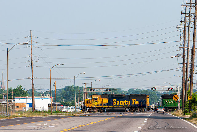 BNSF 8724 crossing Hall Street in North St. Louis