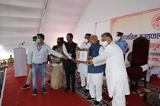 राज्यपाल श्री पटेल ने शाजापुर जिले के ग्राम जेठड़ा में विभिन्न कार्यक्रमों में हिस्सा लिया