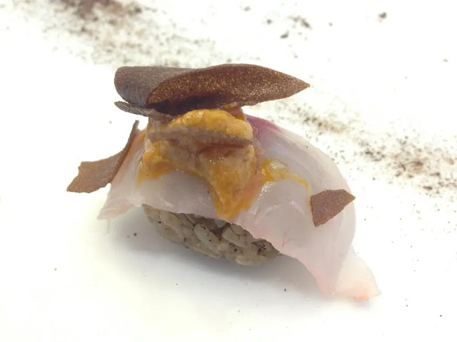 Rice niguiri with red mullet flavored with black garlic