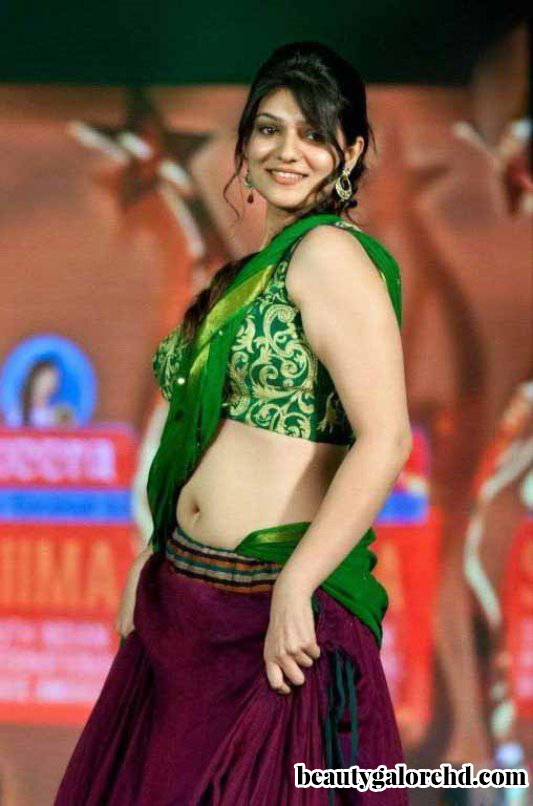 Hottest Navel Ever Siya Gautham Hot Show On The Stage