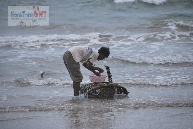 Thích là ra biển bắt ghẹ về luộc chơi