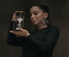 Anitta lança clipe de Não Perco Meu Tempo