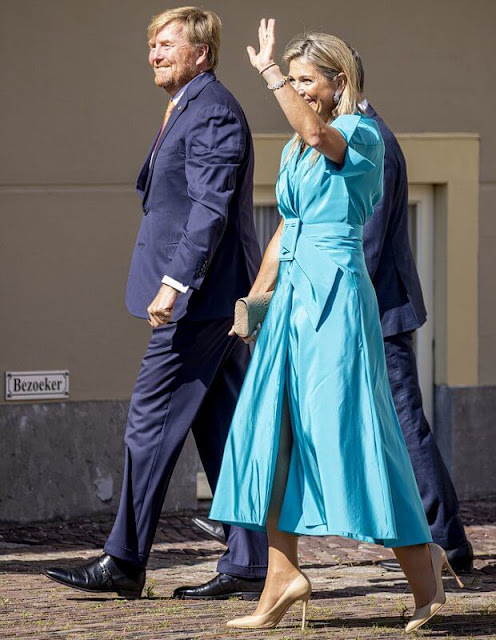 Queen Maxima wore a blue Taffeta satin dress from Natan. King Willem-Alexander and Queen Maxima held a reception at Noordeinde Palace
