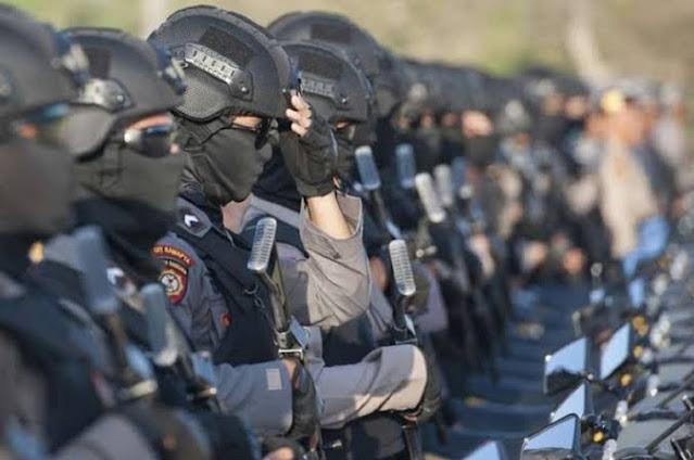Andi Arief: Jangan Sembrono, Ratusan Ribu Senjata Tidak Akan Bisa Selamatkan Keadaan