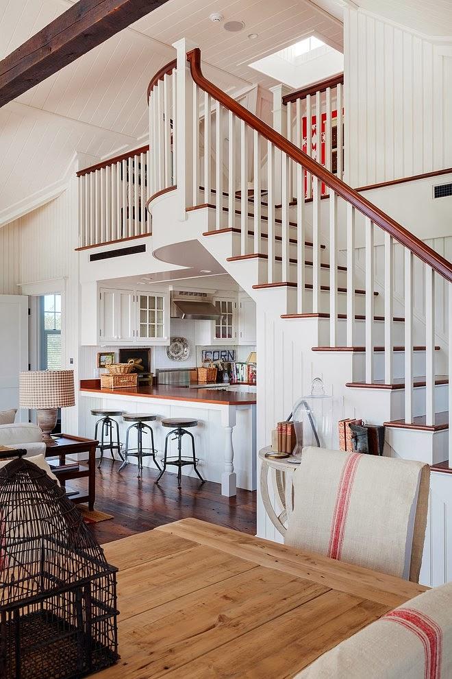 Biały domek w wiejskim stylu, wystrój wnętrz, wnętrza, urządzanie domu, dekoracje wnętrz, aranżacja wnętrz, inspiracje wnętrz,interior design , dom i wnętrze, aranżacja mieszkania, modne wnętrza, styl wiejski, styl rustykalny, białe wnętrza, salon, kuchnia