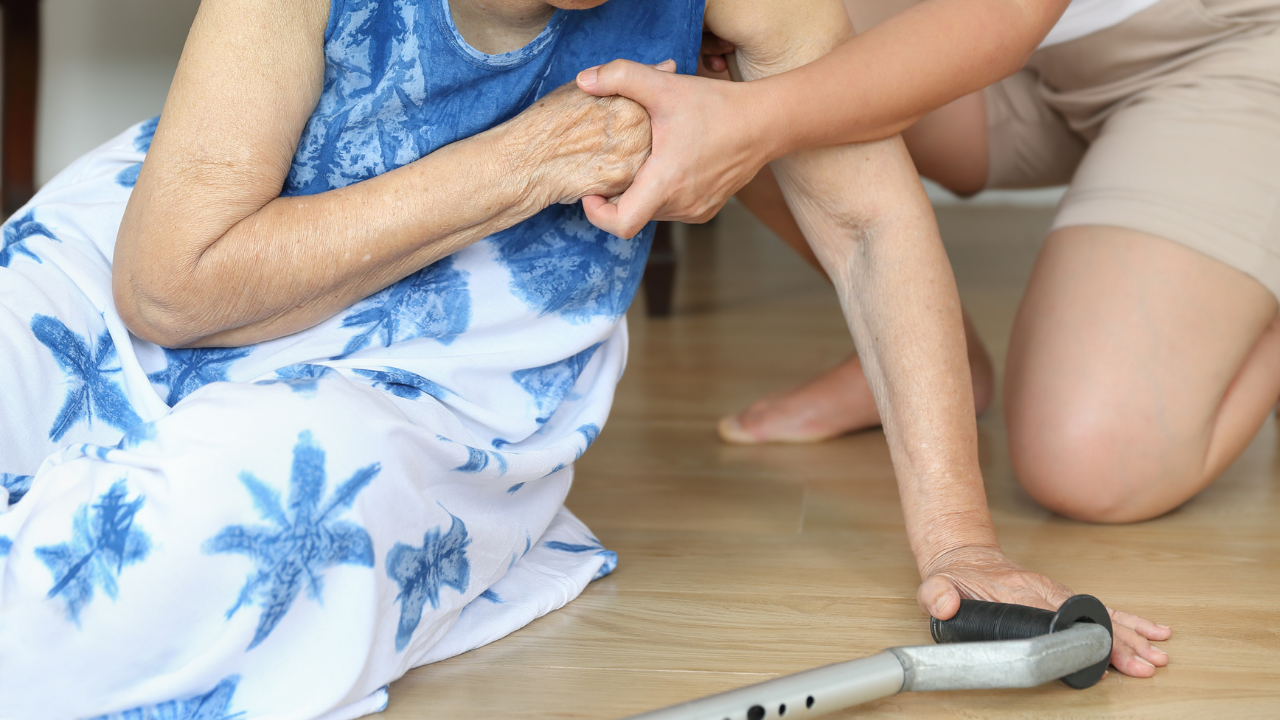 Foot & Ankle Characteristics Associated with Falls in Older People - themanualtherapist.com