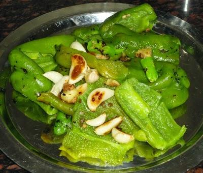 roasted ginger, garlic and chillies - preparing capsicum chutney recipe