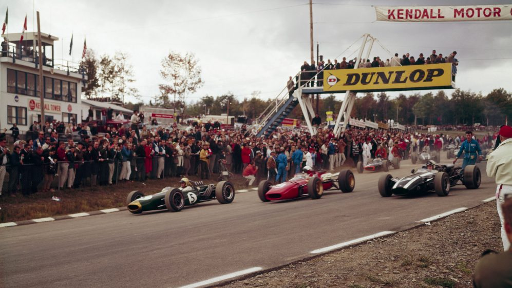 O layout de alta velocidade de Watkins Glen era emocionante, mas perigoso. François Cevert perdeu a vida ali em 1973, aos 29 anos.
