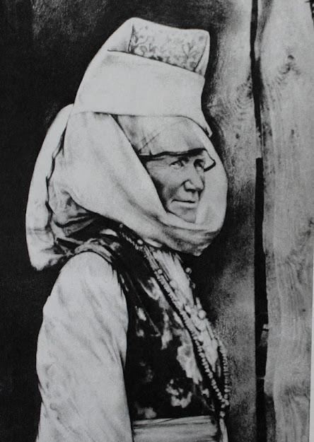 Традиционный белорусский женский костюм середины ХІХ – начала ХХ века