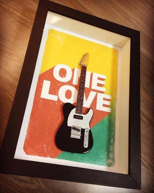 Mini Guitarra reggae one love