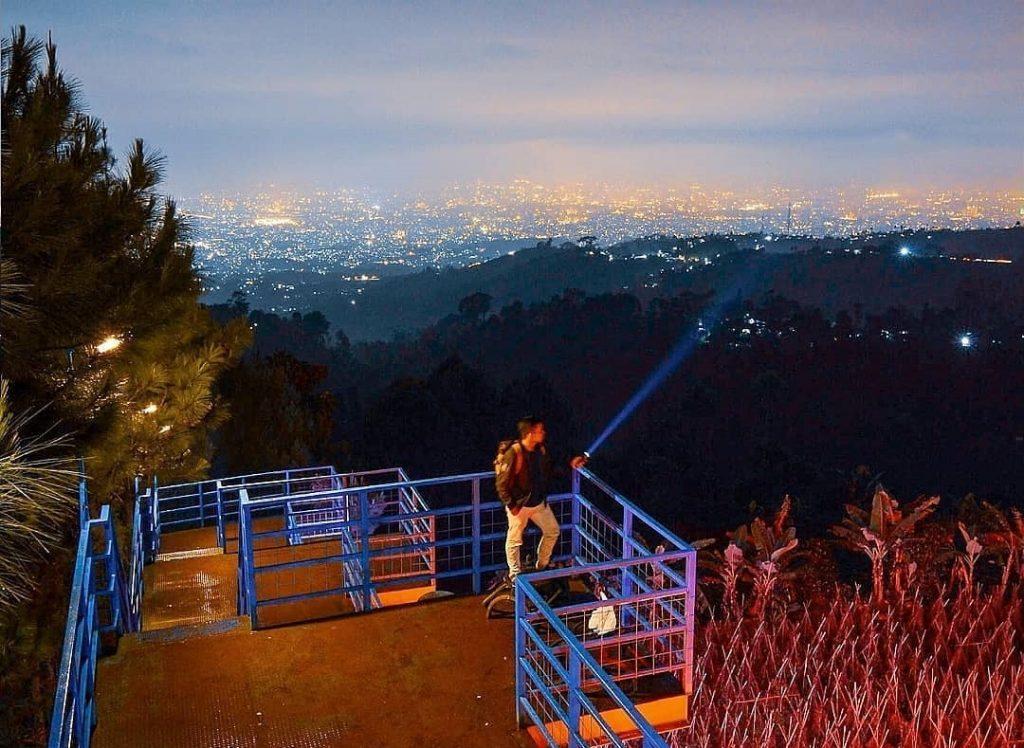 Menyapa Bintang Menanti Fajar di Bukit Moko Bandung