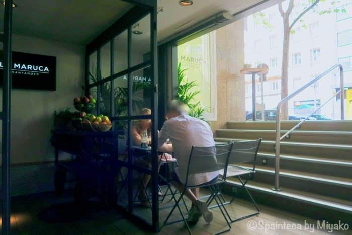 La Maruca マドリードのスペイン風オムレツが自慢の店で食事するお客さん