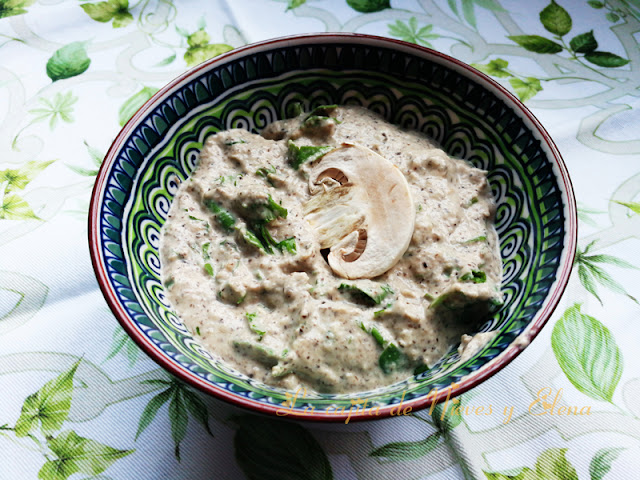 Paté de champiñones y rúcula