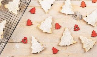 Abetos navideños de hojaldre rellenos de trufa