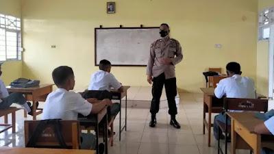 Sat Binmas Polres Bone, Beri Himbahuan Tentang Bahaya Penyalahgunaan Narkoba dan Melaksanakan Vaksinasi di SMA Neg. 1 Bone